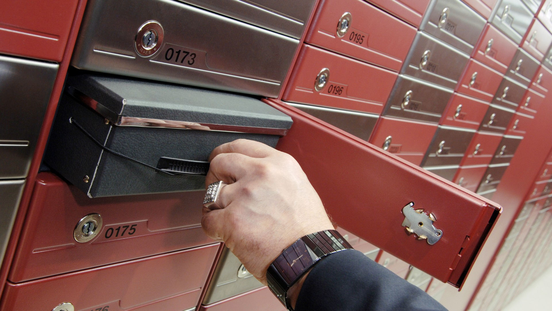 Protect your valuables by using the instructions on deposit safe box.
